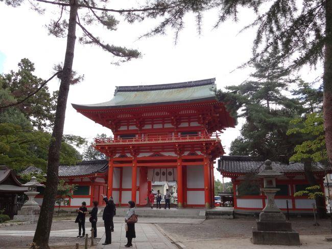 旅行雑誌には必ず載っている、有名なあぶり餅屋のかざりやさんと一和さん。関西人なのに一度も食べたことがありませんでした。今回、二店同時にいただき満足です。ハッとするほど鮮やかな朱色の楼門を持つ、今宮神社は女子の大好きな縁結びで有名です。紅葉前の空いている京都を1人旅で満喫しました。2013年初秋の旅、京都のお好きな方は是非ご覧ください。