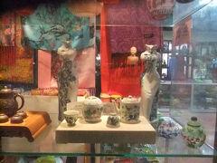 2土曜1日目5午後北京市内に戻り宋慶齢故居婦人グループの観光客が多い