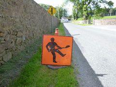 06 アイルランド旅行 道路標識もPOPです!