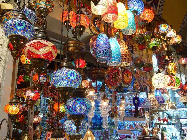 ずっと夢だったトルコ旅行!<br />半年ほど前のデモ、気球やカッパドキアでの事件、外務省から十分注意との勧告もあり、出発前は諸々不安でしたが、そんな不安はどこへやら。<br />こんなに魅力的な国はどこにも無いと思うほど、自然と文化が融合した国でした(^^♪<br />そして何といっても猫が多い!猫好きにはたまらない国です<br /><br />阪急トラピックスさんで10日間119,800円の格安ツアーだったのですが、宿や食事全てにおいて大満足でした!<br />ガイドさん、同行したツアーの方々にも恵まれ、今までで1番の旅行でした(*^_^*)<br /><br />【往】21:40成田~3:30イスタンブール<br />【復】00:50イスタンブール~19:30成田<br />トルコ航空直行便です♪<br />