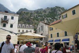 2012初夏、クロアチア等・東欧旅行記(43):6月25日(8):コトル、世界文化遺産の古都・コトル、時計塔、5つの広場