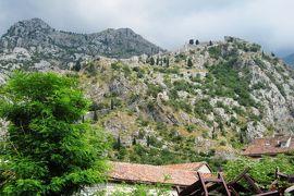 2012初夏、クロアチア等・東欧旅行記(44):6月25日(9):コトル、コトルの旧市街、聖ルカ教会、聖ニコラス教会、岩山の城壁