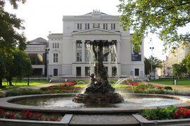 2012秋、バルト三国・東欧旅行記(13)リガ、ラトビア国立オペラ座、自由記念碑