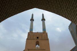 2012秋、イラン旅行記(31):11月20日(5):ヤズド(5):金曜日のモスク、中庭、貯水槽、イーワーン、神輿