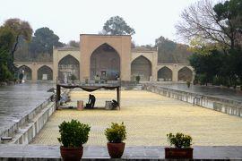 2012秋、イラン旅行記(38):11月21日(4):イスファハン(7):チェヘル・ソトゥーン宮殿、庭園と展示室