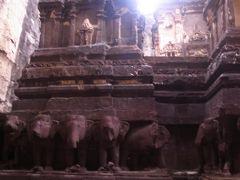 夏のインド旅④ エローラ石窟寺院を駆け足で巡る