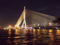 ライトアップされた あのラマ8世橋が 目の前・・『 キンロム チョム サパーン 』(9の7)