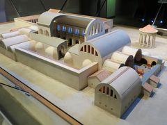 2013晩秋、イギリス旅行記2(14):12月1日(2):バース、ローマン・バース博物館、復刻の彫像、遺品展示