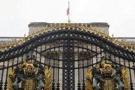 2013晩秋、イギリス旅行記2(21)12月2日(2):ロンドン、バッキンガム宮殿、クィーン・ヴィクトリア・メモリアル