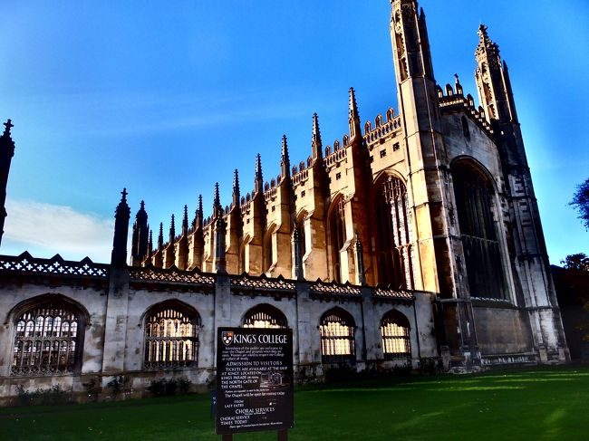 ケンブリッジといえば『ケンブリッジ大学』は外せません。<br />ケンブリッジにはカレッジと呼ばれる学校がいくつもあり、それを総称してケンブリッジ大学といいます。<br /><br />そのカレッジは30をも超える規模。またカレッジも一つ一つ大きさも違ければ、建物も違います。<br />今回は有名どこのKings college と St.Jones collegeに行ってきたので紹介します。<br /><br />どちらも行った日は天気が悪かった。<br /><br />個人的にはSt.jonesの方が好きかな