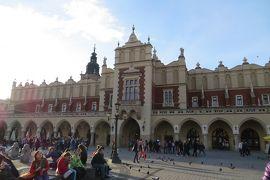 2013秋、ポーランド旅行記(10):10月21日(8):クラクフ、クラクフ旧市街、中央市場広場、織物会館、聖マリア教会