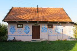2013秋、ポーランド旅行記(12):10月22日(1):クラクフからザリピエ村へ、村一杯の花柄模様