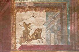 2013秋、イタリア旅行記2(9)ポンペイ、ポンペイ遺跡、市場跡、フレスコ壁画、人物石膏像