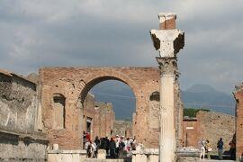 2013秋、イタリア旅行記2(10)ポンペイ、ポンペイ遺跡、パン屋跡、遺物保管庫