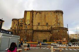 2013秋、イタリア旅行記2(16)ナポリ、ナポリ港、ナポリの新城(カステル・ヌオヴォ)