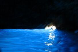 2013秋、イタリア旅行記2(17)ナポリ港からカプリ島へ、青の洞窟