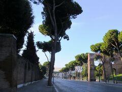 2013秋、イタリア旅行記2(20)ローマ、ローマでっ泊ったホテル、ローマの松、コロッセオ