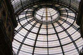 2013秋、イタリア旅行記2(35)ミラノ、ガレリア、ドゥオモ、ステンドグラス