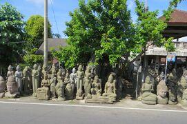 2013春、インドネシア旅行記2(6)バリ島、ウブド芸術村へ、沿道の石像店