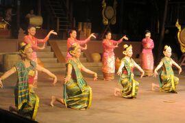 2013冬、タイ王国旅行記2(32)ローズ・ガーデン、タイビレッジ・ショー、キックボクシング、民族舞踊、武術