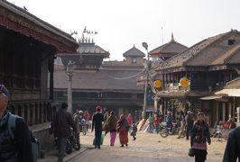 2014新春、ネパール旅行記(8)1月22日(7):バクタプル、旧市街を通り迎えのバスを待つ場所へ