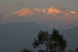 2014新春、ネパール旅行記(20)1月23日(11):ポカラ、ホテルの屋上から夕日とヒマラヤ連峰鑑賞