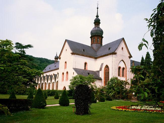 2006.5.5〜5.19.ドイツ懐かしの地再訪・ライン、アール、ザール、モーゼル川流域の周遊<br /><br />05.16(火)  曇り後徐々に快晴 18〜28℃ 、 100km (ここまで、1711km)<br /><br />シェーンブルグ城のRittersaal騎士の間で朝食を楽しみ、今夕も食事を此処でと決め、予約を依頼して、9:30出発。この時間はまだ、18℃です。 <br />B9->9:45 Pfalz・Kaubプファルツ・カウプでフェリーにのってライン川右岸へ(4Euro)。 B42->40km、Ruedesheimリューデスハイム めがけて一気にライン川沿いを走る。L?->6km、Eltvilleエルトヴィレ 、Kiedrichキートリヒ、10:30 Kloster Eberbachエーベルバッハ僧院は緑豊かな山間にありました。<br />