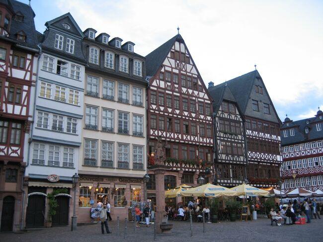 2007年のことです。<br />知り合いをたずねてドイツを訪問してみることにしました。<br /><br />初ドイツ&久しぶりのヨーロッパ旅行で、お城などメジャーな観光スポットめぐりを楽しみつつ、元々好きだったドイツの合理的なお国柄のようなものを感じ取れた旅になりました。<br /><br />こちらは旅行5日目夜から帰国まで、フランクフルトとライン川流域のワインの街、リューデスハイムの様子です。<br /><br /><日程> <br /><br />1日目 関空→アムステルダム→シュトゥットガルト (シュトゥットガルト泊)<br />2日目 シュトゥットガルト観光 (シュトゥットガルト泊)<br />3日目 バイエルン州観光    (フュッセン泊) <br />4日目 ウルム・ローテンブルク観光 (シュトゥットガルト泊)<br />5日目 ハイデルベルク観光→フランクフルト (フランクフルト泊)<br />6日目 ライン川下り (フランクフルト泊)<br />7日目 フランクフルト→アムステルダム (機中泊)<br />8日目 →関空