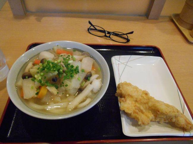 "B級ご当地グルメでも郷土料理でもありませんが、<br /><br />地域の皆さんから愛される名物店を訪問するシリーズです。<br /><br />今回は、埼玉県ふじみ野市にある「讃岐うどん 條辺」をご紹介します。<br /><br /><br />★""ベタ""な名物店めぐり<br /><br />まぐろが山盛り 「鶴亀屋食堂」(青森)<br />http://4travel.jp/travelogue/10922752<br />さんまの形のたい焼き 「さんまnaたい焼き」(宮城)<br />http://4travel.jp/travelogue/10874248<br />中華丼と固焼きそばの合盛り 「阿Q 西那須野店」(栃木)<br />http://4travel.jp/travelogue/11093935   <br />元巨人投手の店 「讃岐うどん 條辺」(埼玉)<br />http://4travel.jp/travelogue/10860967<br />刺身食べ放題 「たいこ茶屋」(東京)<br />http://4travel.jp/travelogue/10937323<br />鉄道ファンの聖地""ナイアガラ""(東京)<br />http://4travel.jp/traveler/satorumo/album/10697557/<br />http://4travel.jp/travelogue/10971520<br />神田一安い居酒ヤ「とうきょう」(東京)<br />http://4travel.jp/travelogue/11053874<br />韓国風たいやき 「上野たいやき」(東京)<br />http://4travel.jp/traveler/satorumo/album/10765367<br />巨大グラパンの店 「デン」(東京)<br />http://4travel.jp/travelogue/11197648<br />カレートーストの店 「若生」(東京)<br />http://4travel.jp/travelogue/11198589<br />刺身が山盛り 「竹家食堂・ねぎとろ番長」(神奈川)<br />http://4travel.jp/traveler/satorumo/album/10695013/<br />刺身が山盛り 「もみじや・おまかせ定食」(神奈川)<br />http://4travel.jp/traveler/satorumo/album/10574700/ <br />ダウンタウンも通っていた 「信濃そば」(大阪)<br />http://4travel.jp/traveler/satorumo/album/10544646/<br />スタバもすなばもあります 「すなば珈琲」(鳥取)<br />http://4travel.jp/travelogue/11124525/<br />丸天がうまい 「小倉駅ホームの立ち食いうどん」(福岡)<br />http://4travel.jp/traveler/satorumo/album/10474232/<br />""だぢづでど""が""らりるれろ""に 「かろのうろん」(福岡)<br />http://4travel.jp/traveler/satorumo/album/10476120/<br />"