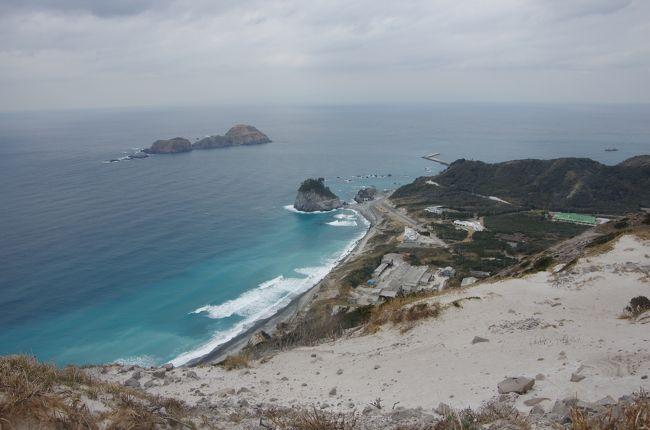 東京都の有人島(伊豆諸島・小笠原)で唯一訪れた事のなかった新島へ、ようやくやってきました。<br />サーフィンのイメージが強かった事と、気になる島・縁があった島から訪れてたら最後になっちゃったんだよね(^_^;)で、この時期だったらいいかな~と。<br />いつもどおり(?)静かな島をのんびり散策できました☆