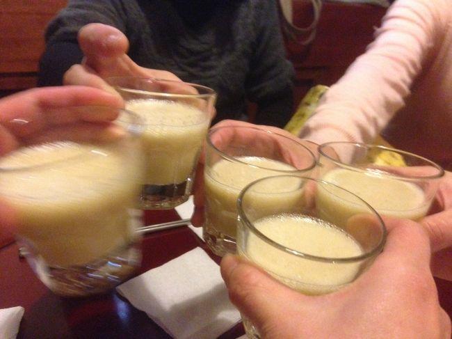 いつもは『韓国に行ったつもり』でゴハンやお酒を共に、おしゃべりしている5人が念願叶って韓国上陸しました。<br /><br />宿泊:フェニックスホテル<br />1日目:南浦洞<br />2日目:機張〜竜宮寺〜西面〜南浦洞<br />3日目:釜山大前〜東莱〜センタムシティ〜蓮山〜南浦洞<br />4日目:南浦洞・富平市場<br /><br />ナビで調べたところ、天気は雨。<br />どうなる事やら珍道中。。。<br /><br />N姉さん、F姉さん、唯一のアガシCちゃんの3人は、16日の夜便で釜山入りします。<br />M隊長とカムジャは17日の朝便で追っかけました。<br /><br />