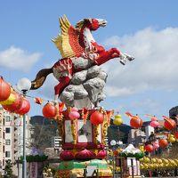 長崎ランタンフェスティバルの期間中に行く五島列島教会巡りの旅(一日目)〜青空の下のランタンは輝く美しさ。原色を大胆に使った中華の芸術です〜