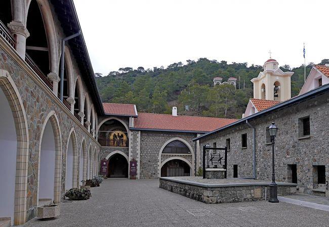 2013.12年末年始キプロス旅行13-Kykkos修道院,Mylikouriの山村,悪路を降りる