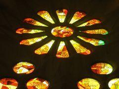 2014早春、南フランス等・4ヵ国巡り(7):2月26日(6):バルセロナ、サグラダファミリア、ステンドグラス、バラ窓、身廊、石柱、天井