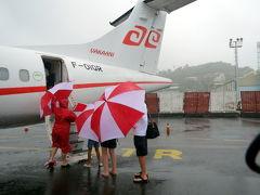 これも旅行 土砂降り横殴りの飛行機乗船