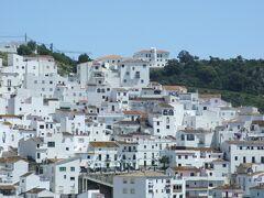 山の中の白い村カサレス(casares) スペイン