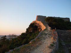 正月の沖縄でグスク巡り★3rdグスク・勝連城跡から望む夕日とブルーアワー