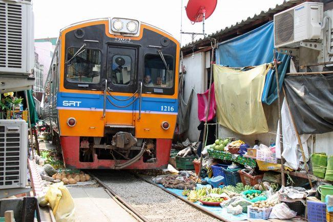 JRのブルートレインで活躍していた14系・24系がタイ国鉄に譲渡され現地で現役で走っています。その列車に一度は乗ってみたいと思っていましたが、ようやく実現しました。<br /><br />日によってJR車で無くてタイ国鉄車が充当されることもあって当日までヒヤヒヤしましたが、無事に元JR車に乗車、バンコクに到着しました。<br /><br />さらにタイへ行くなら、最近TVでも取り上げられて有名になったメークロン線のメークローン市場にも行かないとダメでしょうと言うことで、殆ど乗り物目的の旅がスタートしました。