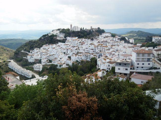 2度目のスペインはアンダルシア地方の白い村廻りがメインです。前回ロンダ、ミハスに行って白い村に弾かれましたが、今回廻った白い村は本当にため息が出るほどの美しくて素晴らしい景観で超感動しました。<br /><br />---------------------------------------------------------------<br />スケジュール<br /><br /> 4月27日 成田−ソウル− [機中泊]<br /> 4月28日 −マドリード−セビリア セビリア観光 [セビリア泊]<br /> 4月29日 セビリア観光 セビリア−ヘレス・デラ・フロンテーラ−アルコスデラ・フロンテーラ<br /> アルコス・デラ・フロンテーラ観光 [アルコス・デラ・フロンテーラ泊]<br /> 4月30日 アルコス・デラ・フロンテーラ観光 アルコス・デラ・フロンテーラ−カディス カディス観光 <br /> カディス−ベヘール・デラ・フロンテーラ ベヘール・デラ・フロンテーラ観光 <br /> [ベヘール・デラ・フロンテーラ泊]<br />★5月1日 ベヘール・デラ・フロンテーラ観光 ベヘール・デラ・フロンテーラ−アルヘシラス−エステポナ−<br /> カサレス カサレス観光 カサレス−エステポナ−マラガ−ネルハ [ネルハ泊]  <br /> 5月2日 ネルハ観光 ネルハ−フリヒリアナ フリヒリアナ観光 フリヒリアナ−ネルハ ネルハ観光 ネルハ−<br /> グラナダ グラナダ観光 [グラナダ泊]<br /> 5月3日 グラナダ観光 グラナダ−マドリード [マドリード泊]<br /> 5月4日 マドリード−クエンカ クエンカ観光 クエンカ−マドリード マドリード観光 [マドリード泊] <br /> 5月5日 マドリード− [機中泊]<br /> 5月6日 −ソウル−成田  <br />