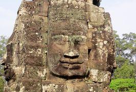 2014春、カンボジア旅行記2(32):3月22日(3):シェムリアップ、アンコール・トム、バイヨン寺院、中央祠堂、石塔、四面観音像、デヴァター像