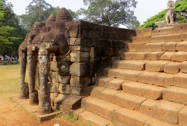 2014春、カンボジア旅行記2(33):3月22日(4):シェムリアップ、アンコール・トム、バイヨン寺院、中央祠堂、四面観音像、デヴァター像、象のテラス