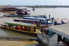 2014春、カンボジア旅行記2(40):3月22日(11):シェムリアップ、トンレサップ湖クルージング、湖上の学校、マーケット、ワニの生け簀