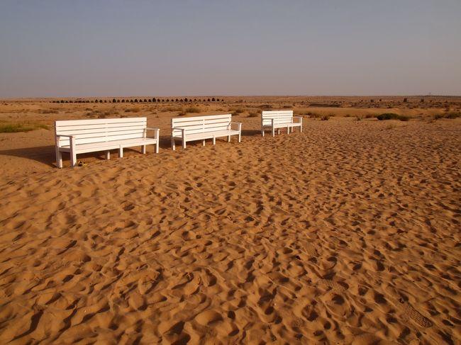 エミレーツ航空券54800円。良い条件で砂漠を見に行けるのなら、<br />これくらいは高いけども(>_<)頑張って出そう。<br /><br />あとは現地での出費をどれだけ抑えられるかで。。。<br /><br />ホテル結構高いなー。まぁでももろもろで8万くらいで、<br />ツアー代やお土産や飲食代あわせても10万以内に抑えられるかなー。<br /><br />と思っていたとある日。PCとにらめっこ。<br />じー。じー。ここ泊まりたい(>_<)!!<br /><br /><br />↓ドバイだけを欲張り観光①~オールド・ドバイ前編~↓<br />   http://4travel.jp/travelogue/10869775<br /><br />↓ドバイだけを欲張り観光②~オールド・ドバイ後編~↓<br />   http://4travel.jp/travelogue/10870040<br /><br />↓ドバイだけを欲張り観光③~デザート・サファリ編~↓<br />   http://4travel.jp/travelogue/10871450<br /><br />↓ドバイだけを欲張り観光④~アラビア湾・ビーチエリア編~↓<br />   http://4travel.jp/travelogue/10871851<br /><br />↓ドバイだけを欲張り観光⑥~パーム・ジュメイラ・エリア編~↓<br />   http://4travel.jp/travelogue/10886106<br /><br />