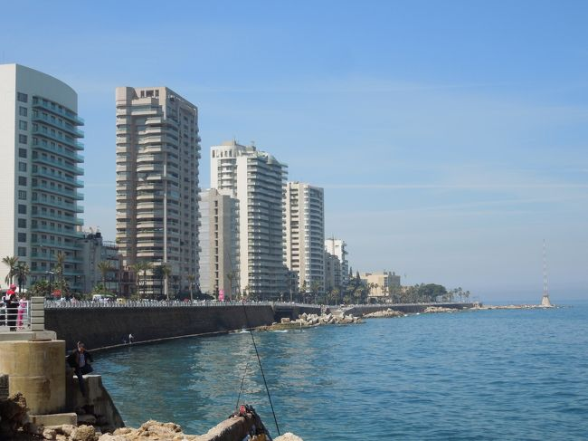 こんな情勢と時期ではあるけど行くなら今のうちかな。。。と思ってレバノンに行ってきました。<br /><br />この日記では☆の部分を書いてます。<br /><br />☆4/5 SIN-DXB-BEY<br />☆4/6 ベイルート観光<br />4/7 バールベック観光<br />4/8 BEY-DXB、ドバイ半日観光、DXB-SIN<br />4/9 SIN到着<br /><br />2日しかない。。。短すぎる理由、それは本当はSQの4/5朝1時の便だったのに、それがキャンセルされて午後の15時の便にされてしまったから。本当なら2日半。。。それでも短いか(笑 ちなみに朝1時の便はドバイ経由カイロ。これが安いのよ。しかしニーズがないのかキャンセルに。15時便はSIN-DXBの単純往復。<br />チケットはセールで往復SGD670ほどだった。だからスケジュール変更されても文句が言えない。<br />DXBからベイルートはMEAを使ってみた。<br /><br />いろんな人から短すぎると言われたがまぁ短いな(笑<br />小さい国だからもう1日ぐらいあればいいかなぁってぐらい。<br />それでもベイルート楽しかったしバールベックも見応えあったのでよし!!!<br />