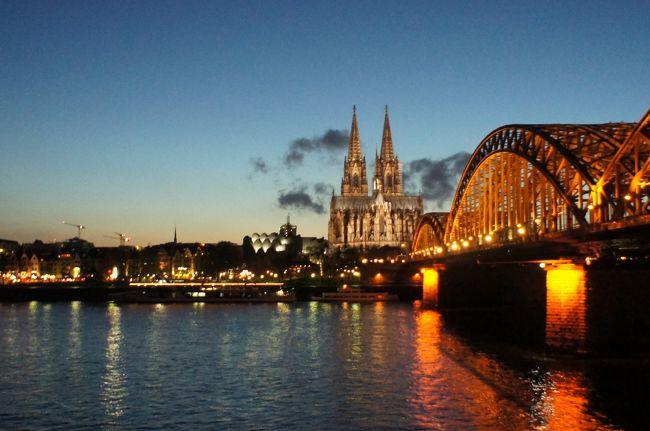 ドイツ滞在2日目は、マインツ&ケルンへのショートトリップです。<br /><br />8時半にホテルを出発し、中央駅へ。<br />まずはネットで購入済みのDBチケットを持って、指定券を買いに行きました。<br /><br />DBチケットはネットで購入。<br />マインツ-ケルン 14.5ユーロで、+指定は4.5ユーロ。<br />帰りのケルン-フランクフルトも同料金でした。ネットで事前に買うと安い。<br /><br />英語サイトでしたが、日付と時間、人数を選んでいけばいいので、<br />意外に簡単に購入できました。<br />ネットでも座席指定はできるようでしたが、マインツからケルンへの<br />ライン川沿いは川側を取りたかったため、指定席は選ばず。<br /><br />乗車時にEチケットと、購入に利用したクレジットカードを持って行けばOK。<br />指定されている席の窓側(もしくは座席上の荷物置き場)に指定されている<br />区間が出ているので、それがない区間は好きに座っていいそうです。<br /><br />不思議なのは座席の番号。<br />13(通路)57<br />28(通路)46<br /><br />私たちが座った席は、Wagen9/Platz74.76です。<br />9号車、74番、76番ということですが、最初隣か心配でしたが、<br />4と6が隣なんです。<br />8席がひと組で、番号が増えていくんですねー。<br /><br /><br /><br /><br />