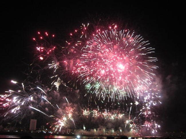 2012年、大阪のなにわ淀川花火行って来ました。<br />花火と十三グルメを堪能しました。<br />宜しければご覧ください。<br /><br />本年2014年は、8月9日開催です。<br /><br />