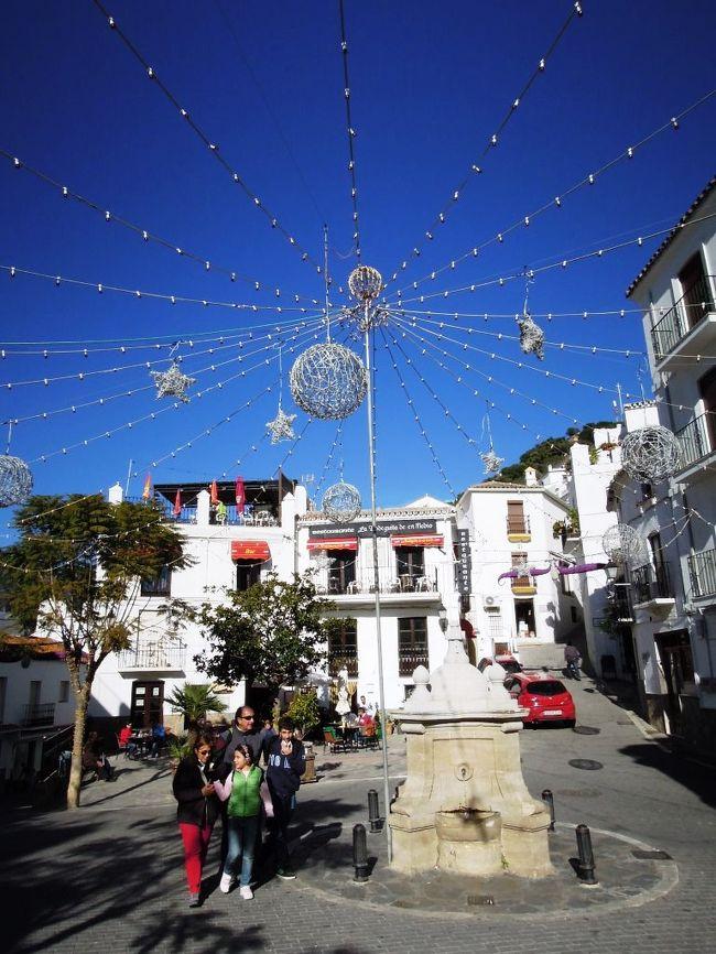 スペイン南部、アンダルシア州カディス県の自治体であるカサレスを訪問しました。この町は、アンダルシアの白い村として知られています。アクセスはあまりよろしくないですが、その白さと歴史は訪れる価値ありです。<br />★真っ白で静かな村で、ここでも頭を真っ白にして散策。<br />★ローマ帝国のカエサルが湯治に訪れた地域であり、高台の城跡は12世紀のムーア人によるもの...歴史も感じる白い村<br />
