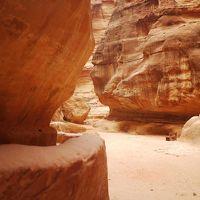 ここはすごい!新・世界七不思議のひとつ。シニアのためのヨルダンのペトラ遺跡の(楽な)歩き方。