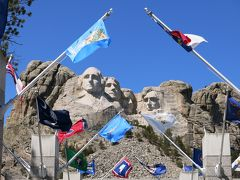 巨大な岩山の彫刻(マウントサッシュモアー&クレージーホース)と不思議な岩山(デビルスタワー)