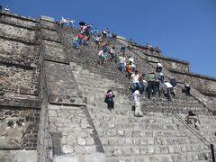 メキシコのピラミッドは登るのがとってもしんどい!!